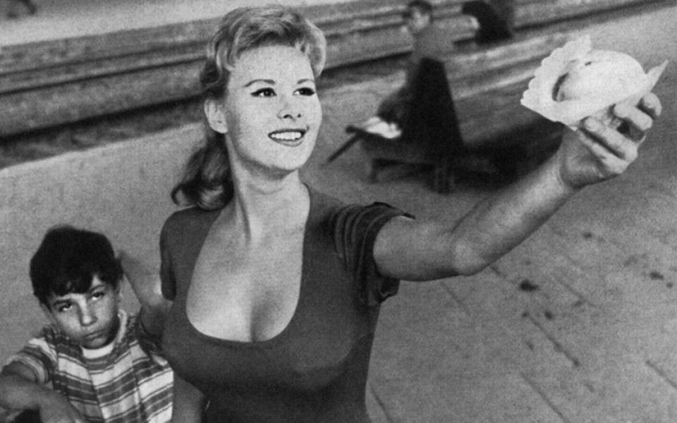 Marisa la civetta, regia Mauro Bolognini (1957)